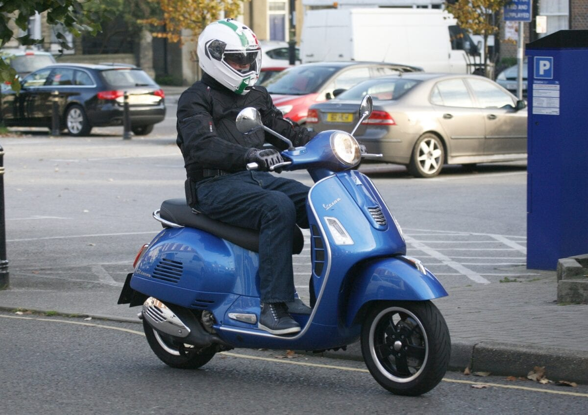 first ride vespa gts 300 super on2wheels. Black Bedroom Furniture Sets. Home Design Ideas